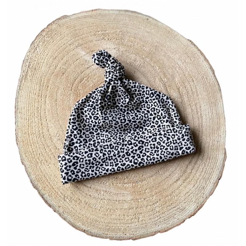 Newborn knoopmutsje Leopard/zand -€7,95