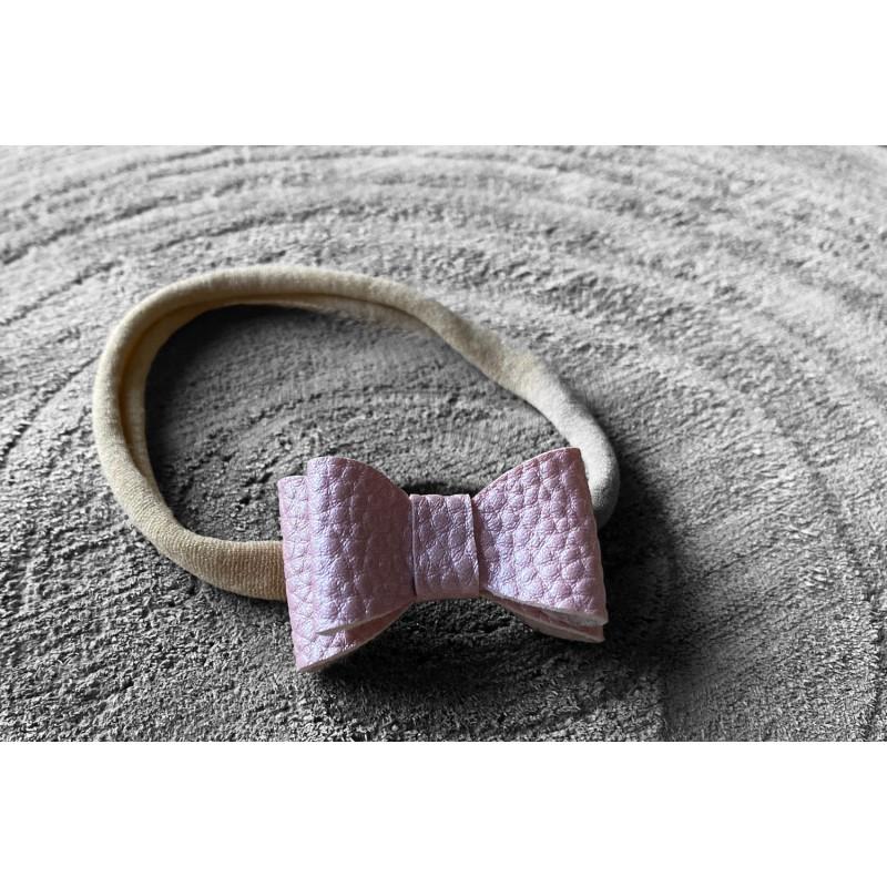 Newborn haarband lichtroze parelmoer -€3,50